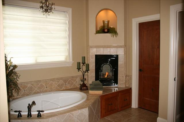 tn_480_Custom-Master_Bath_Tub___FP.jpg